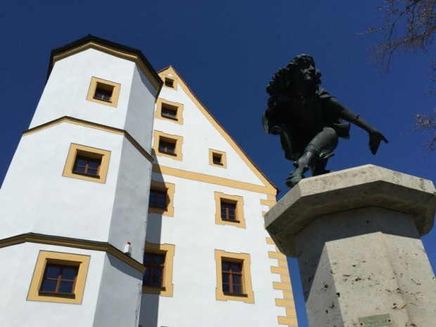 K800 NP HW 41 Schmidmühlen Oberes Schloss mit Brunnen c Naturpark Hirschwald 620x465 Naturparktag am 17.05.2020 in Schmidmühlen