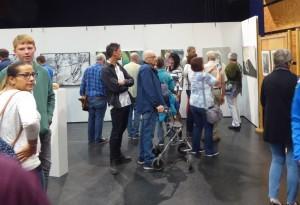 Kunstausstellung zugeschnitten