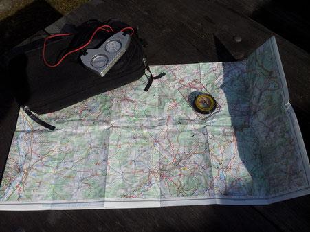 Orientierung mit Karte und Kompass Sich in der Natur orientieren   ohne Navi und GPS