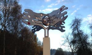 Skulptur der Kunstwanderstation Ensdorf: Visionäre in alten Mauern