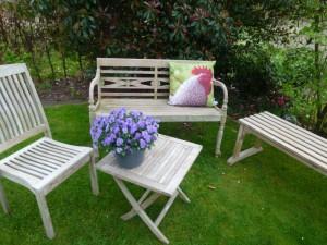 Sitzecke im Garten -1
