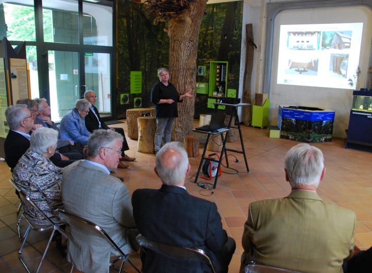 Foto M Wenzel NPHS Besuch der ehemaligen Kreispräsidenten in Plön