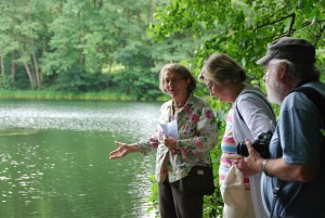 Gruppe am Krummsee 300x201 Lieblingsorte der Naturpark Botschafter erfreuen sich regen Interesses