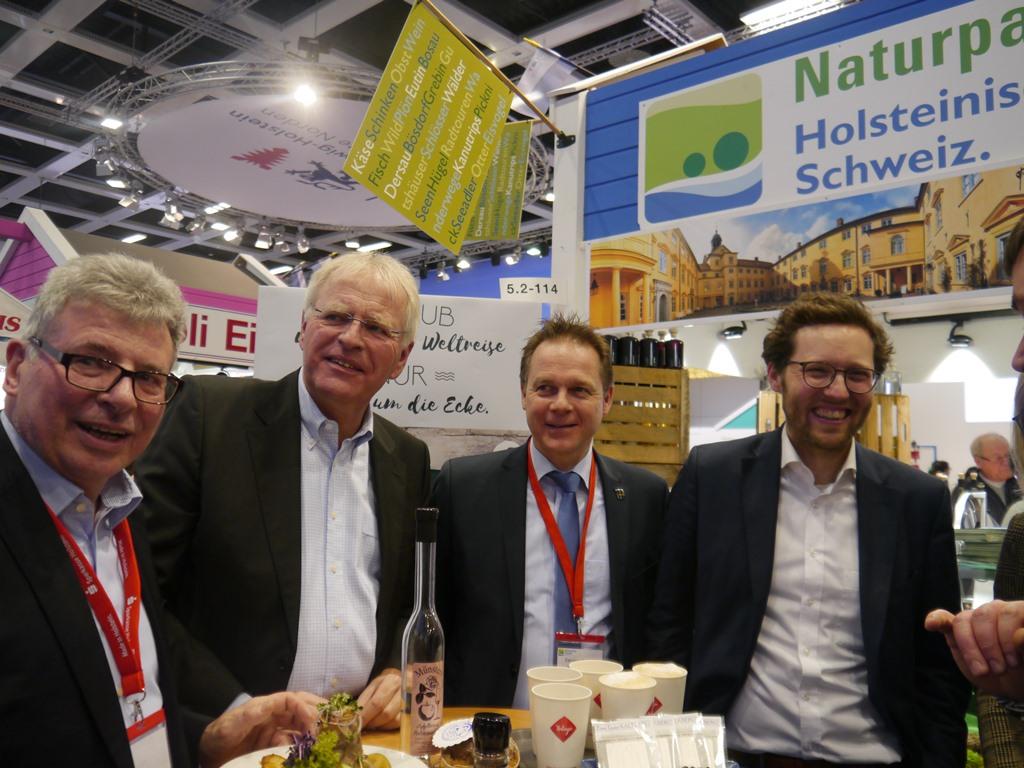 Minister Albrecht Foto NPHS Holsteinische Schweiz mit neuem Angebot auf der IGW