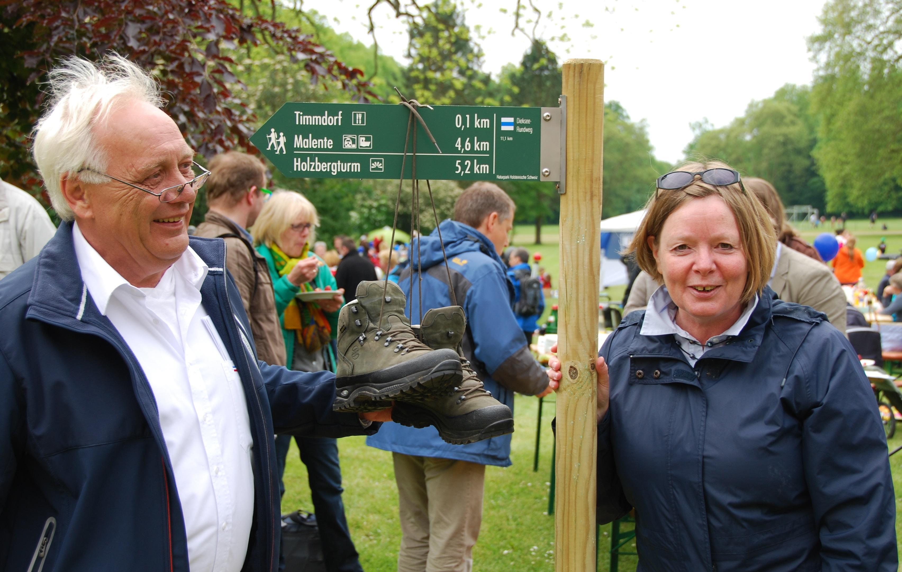Picknick im Schlosspark Neues Wanderwegenetz eröffnet
