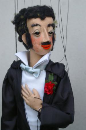 """C KatharinaZürcher Eisentsein Fledermaus 300x451 Marionetten machen mit der """"Fledermaus"""" Champagnerlaune"""