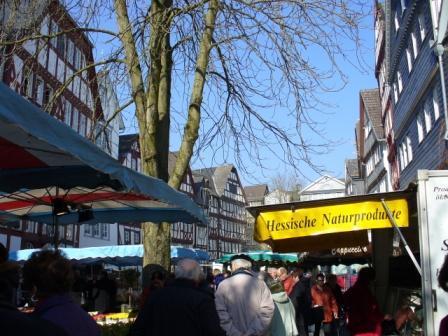 c Herborn WochenmarktNaturprodukte Brutzelsonntag und Frühlingsfest in Herborn
