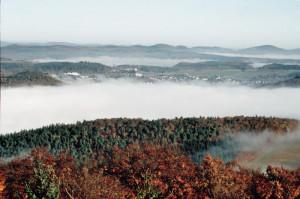 c Lahn Dill Bergland Gladenbach Morgenstimmung 300x199 Herbstlich bunte Wanderzeit