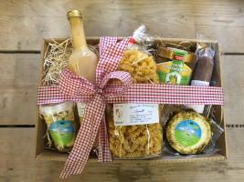 c Scheldermühle DamenPaket Das Landpaket – ein Geschenk mit der Vielfalt des Naturparks Lahn Dill Bergland