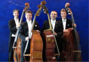 c UlrichFranck The Flying Basses 300x210 Kontrabass Quartett hebt ab