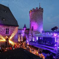 Impressionen vom Premierenabend auf Schloss Biedenkopf. Foto: Benedikt Bernshausen