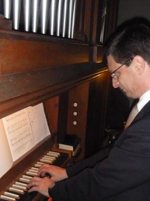 Fritz Susat an der Orgel (c) Sibylle Susat