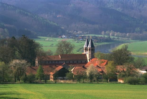 Kloster Bursfelde Kirche Wesertal c Gerhard Jost Geistliches Zentrum 620x420 Der Naturpark Münden ist für weitere 5 Jahre Qualitäts Naturpark!