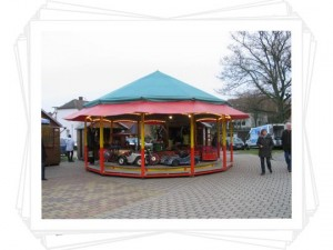Karussell vor der Stadthalle (c)