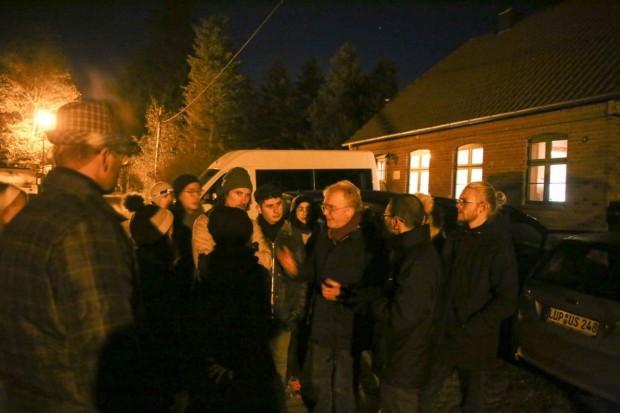 Prof. Römhild mit Studenten in Wooster Teerofen 620x413 Licht ist nicht gleich Licht und Lampe nicht gleich Lampe