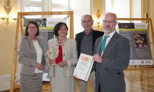 4943 10 20160929Auszeich 347UN Dekade Naturpark Rhein Taunus erhält Auszeichnung als Projekt der UN Dekade Biologische Vielfalt