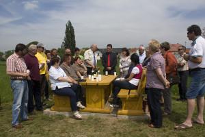 Übergabe der Sitzgruppe am Unstrutradweg in Schönewerda