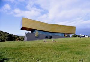 Die klassische Ansicht des Besucherzentrums von der Seite. Copyright: Arche Nebra, Foto: A. Stedtler