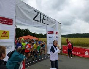 Start Himmelswegelauf 10km Laufen und Wanderung durch Landrat und Naturpark Vorsitzenden Harri Reiche