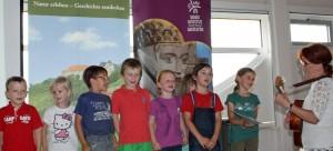 Kita st Nikolaus singt selbstgetextetes Lied 300x136 Kinder  und Schüler  Wettbewerb endete mit hoher Beteiligung
