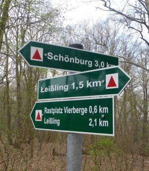 Wegweise Finne Wanderweg 300x343 Wanderwegekonzept & Finne Wanderweg