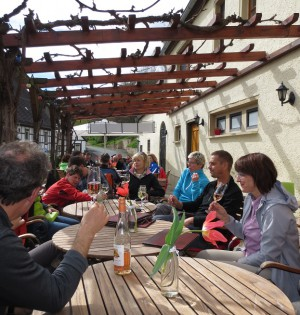 Zwischenstop im Landesweingut 300x315 Welterbe Wandertag 2016   Rückblick