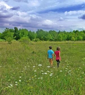 kinder suchen Artenvielfalt 300x332 Naturschutzprojekt Trockenlebensräume