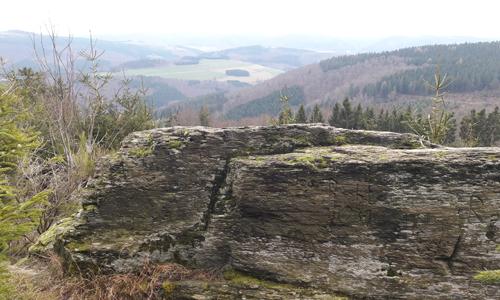 Altarstein innen 18. Oktober: Geheimnisvolle Gipfelwanderung zum Bastenberg