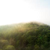 Das Ebbegebirge bei Sonnenaufgang aus der Vogelperspektive (Foto: Tourismus NRW e.V.)