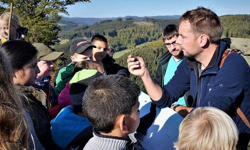 Foto Innenteil Leer camp Naturpark unterstützt Jugendcamp des Deutschen Wandertages 2019 in Züschen