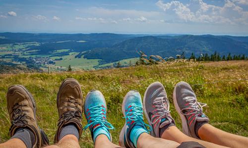 Hiking innen 22. Mai: Die Wanderschuhe geschnürt und los geht's auf die Gernsdorfer Höhentour