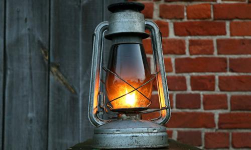 Laterne innen c pixabay 13. Dezember: Unterwegs mit dem Nachtwächter