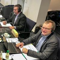Georg Schmitz, Bernd Fuhrmann und Detlef Lins (v.l) leiteten die digitale Mitgliederversammlung aus dem Sitzungssaal des Bad Berleburger Rathauses heraus - © Timo Karl, Stadt Bad Berleburg