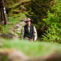 Mit dem Ranger den Wald erkunden (Foto: Tourismus NRW e.V.)