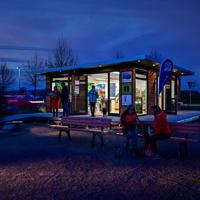 Blick auf das Naturpark-Infozentrum in der Dämmerung (Foto: Stadt Hemer)