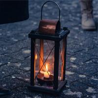 Darf bei einer spannenden Zeitreise nicht fehlen - das nachterhellende Licht der Laterne (Foto: pixabay)