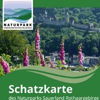 Die druckfrische Schatzkarte lädt zu vielen Entdeckungstouren ein (Foto: Naturpark Sauerland Rothaargebirge e.V.)