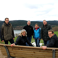 Das Naturparkteam bei einer Infrastrukturanlage oberhalb der Listertalsperre (Foto: Anna Galon).