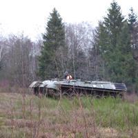 Ein entmilitarisierter Panzer im Einsatz für den Naturschutz (Foto: Naturpark Sauerland Rothaargebirge e.V.)