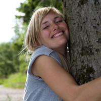 Gemeinsam mit  Naturparkführerin Marina Homrighausen lässt Du den Alltag hinter Dir und begibst Dich auf eine Reise zu Dir selbst (Foto: Sauerland-Tourismus e.V. Tanja Evers)