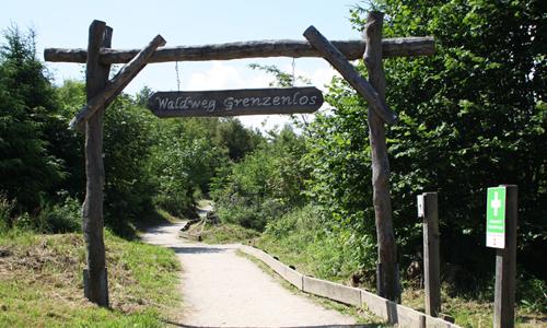 Waldweg Grenzenlos Eingang innen Waldweg Grenzenlos