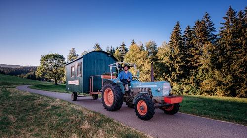FideliusWaldvogelHeimat Tour2016 300x500 Mit dem Traktor durchs Ländle