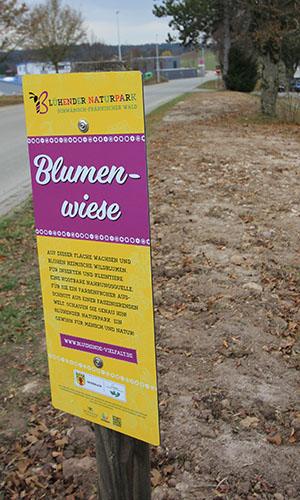 """18119 Feldschild Großerlach 1 Die Feldschilder zum """"Blühenden Naturpark"""" sind da!"""