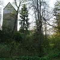Schöne Wege, alte Kirchen und eine Turmhügelburg