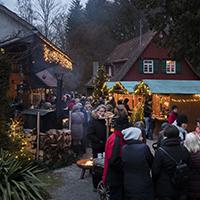 Die Glattenzainbachmühle im leuchtenden Mühlenweihnachtsgewand (Foto: Jörg Fiedler)