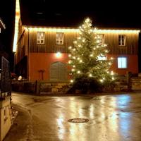 Festlich geschmückter Weihnachtsbaum in Spiegelberg-Großhöchberg