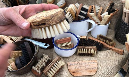 2019 06 16 10.43.36 Handgefertigte Bürsten aus Naturmaterialien