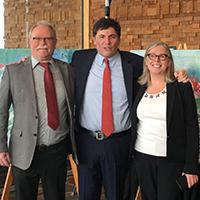 Der kanadische Minister für Fischereiwesen, Meere und Küstenschutz Dominic LeBlanc umrahmt von Professor Manfred Krautter und seiner kanadische Kollegin Sabine Jessen