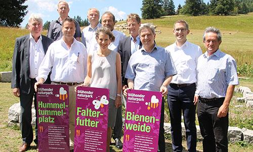 Bild Minister Hauk mit AG Naturparke Blühende Naturparke mit Wind unter den Flügeln