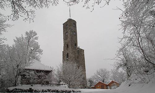 Burgturm mit Schnee Löwenstein ein Wintermärchen
